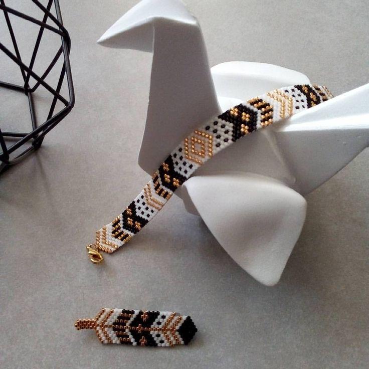 """137 Beğenme, 18 Yorum - Instagram'da Marie Pilard (@mariepilard): """"Maintenant que Noël est passé, je peux vous montrer le bracelet peyote que j'ai créé pour assortir…"""""""