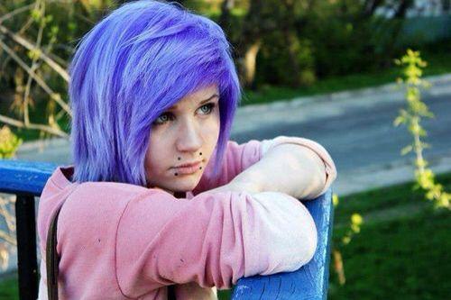 Wonderful blue/purple scene/emo hair. Medium short length :3