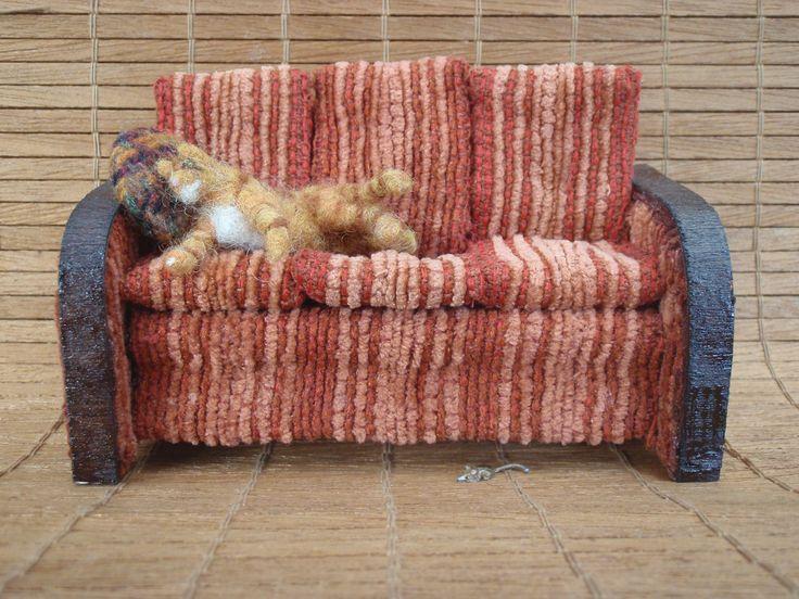 Liten soffa med tyg från en stor soffa.