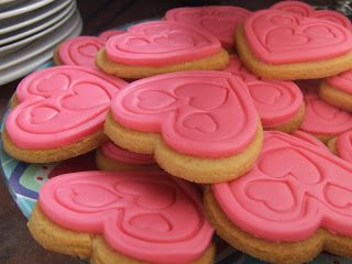 Kiwi Cakes - Pink heart cookies for pink ribbon breakfast