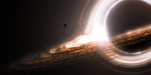 Nasa flagra algo saindo de buraco negro pela primeira vez na História