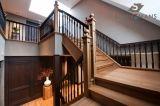 Houten trap uitgevoerd in een luxe afwerking met meerdere kleuren. Extra breed uitgevoerd i.v.m. commercieel gebruik van het trappenhuis.