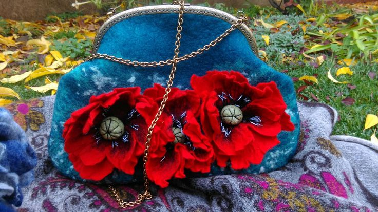 Big poppies felted bag