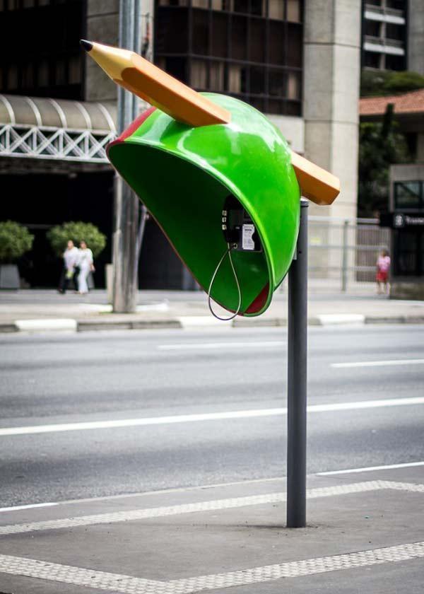 Δημιουργικοί τηλεφωνικοί θάλαμοι στην πόλη!