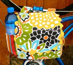 Homemade bike basket- Darling!!  I am going to make it for my mom for mother's day to enjoy with her cute bike.