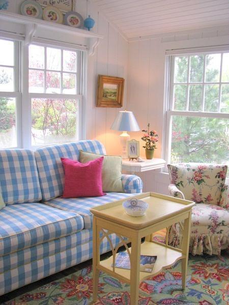 Cottage Charm                                                                                                                                                                                 Mais