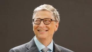 La sorprendente revelación de Bill Gates sobre el sistema que usa en su celular - https://www.vexsoluciones.com/noticias/la-sorprendente-revelacion-de-bill-gates-sobre-el-sistema-que-usa-en-su-celular/