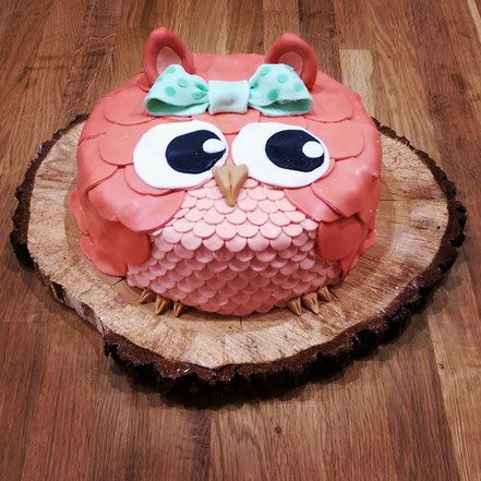 Owl – hazelnut biscuit with raspberry cream –   – Backen