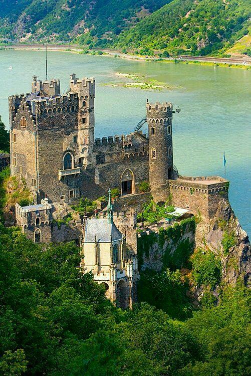 Rudesheim am Rhein, Rheinstein castle on the Rhein River, Germany (© Jim Zuckerman).