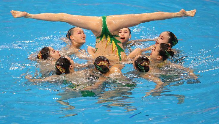 Risultati immagini per nuoto sincronizzato