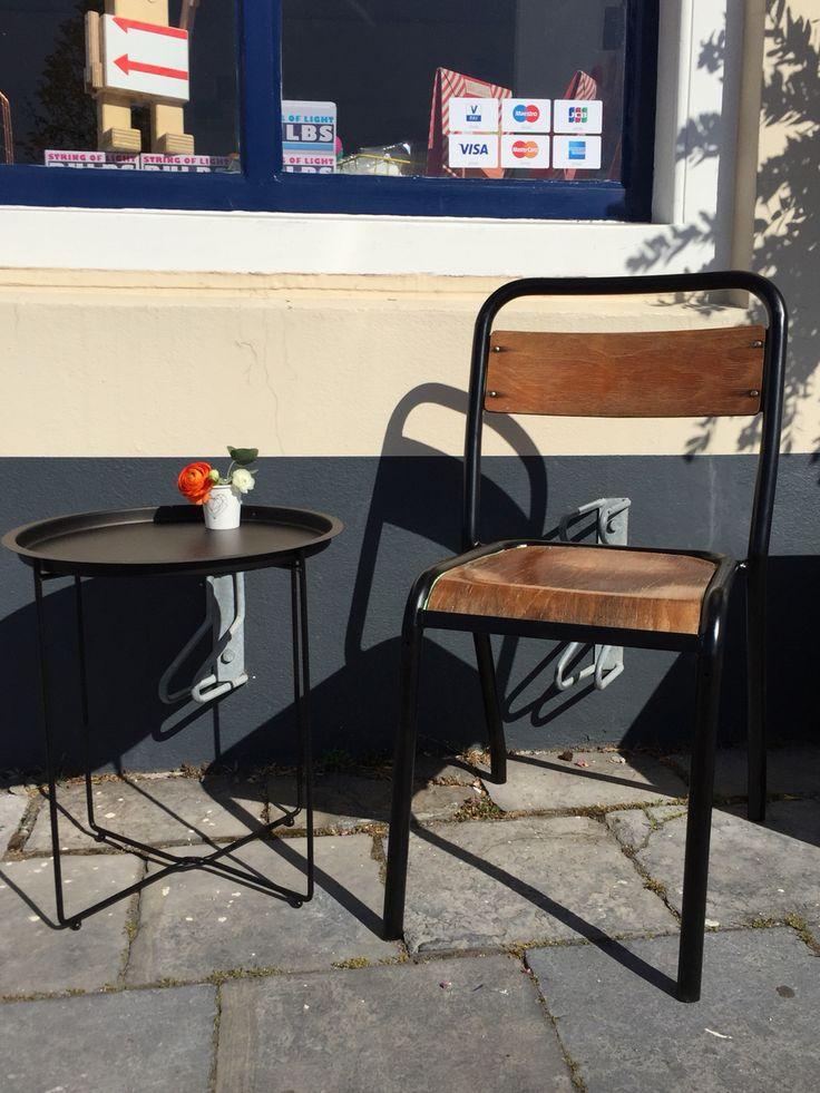Kom langs en drink een kopje koffie op het mini terrasje van Lievelings.