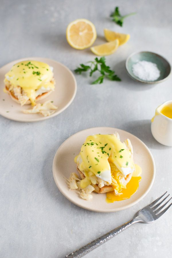 Crab Eggs Benedict + A Visit to Pike Place Market - Crab Eggs Benedict – Classic eggs benedict becomes extra special when you use lump crab meat inst - Sea Weed Recipes, Egg Recipes, Brunch Recipes, Healthy Dinner Recipes, Second Breakfast, Breakfast Items, Eat Breakfast, Shellfish Recipes, Seafood Recipes