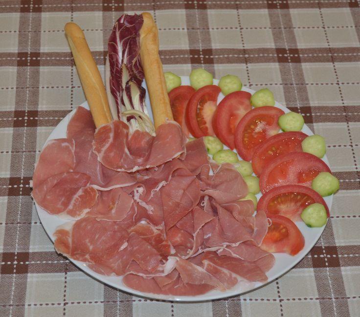 Prosciutto crudo di Parma, pomodori e cetrioli - Parma Ham, tomatoes and cucumber - more recipes on www.TDSitalianfood.com