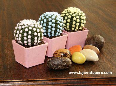 Cactus fantasía redondo con espinas en colores pastel tejido a crochet (amigurumi). Paso a paso en nuestra web: www.tejiendoperu.com