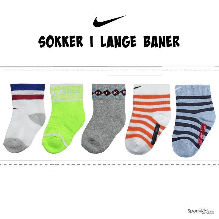 Supercoole Nike sokker til de minste barna :) Finnes i flere farger - sjekk ut på SportyKids.no <3