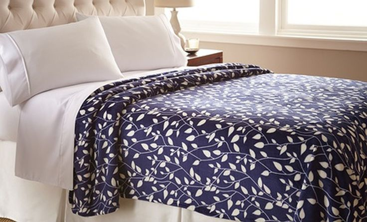 Amazon.com: Elegant Comfort Ultra Super Soft LEAF Pattern DESIGN Luxurious Queen Size Blanket, Navy/Ivory: Bedding & Bath