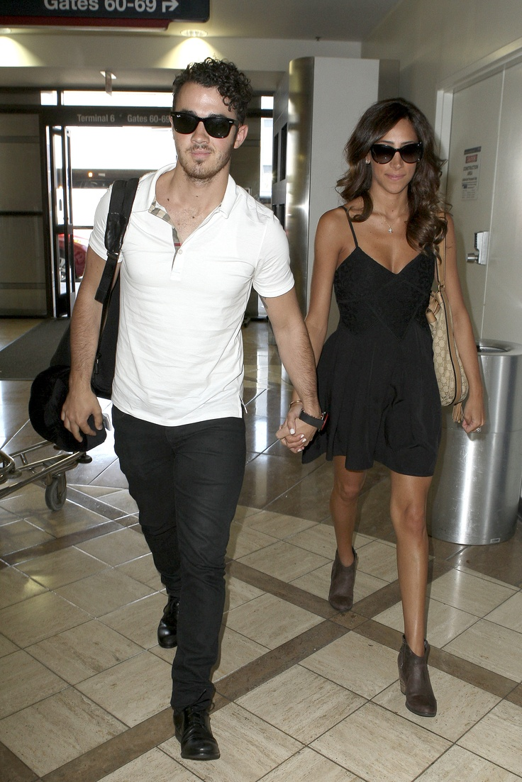 Joe, Kevin & Danielle Jonas Head Out LAX