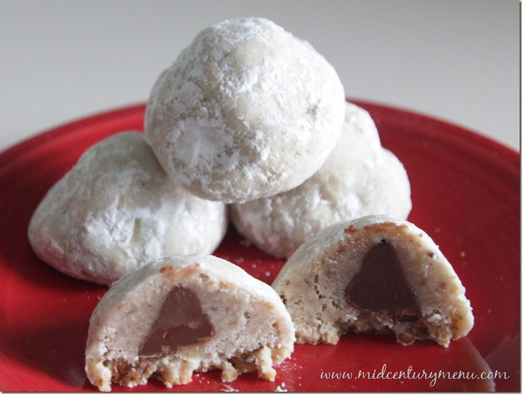 Chocolate-Filled Snowballs – The 10 Days of Vintage Christmas Cookies