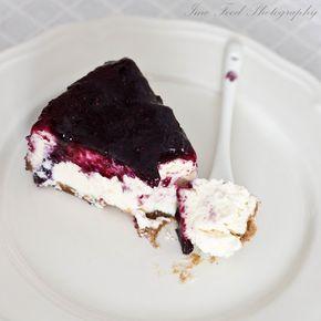 A túró és az áfonya tökéletes kombináció. Krémes, lágy mégis édes, egyszerűen varázslatos ez a sütemény. A laphoz: 15 dkg vaníliás keksz 10 dkg vaj[...]