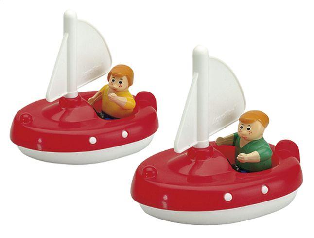 De matrozen van deze 2 zeilboten willen maar al te graag een toertje maken in jouw AquaPlayconstructie en door de sluizen varen.