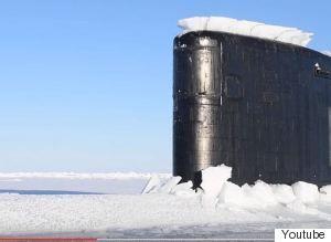 Η συναρπαστική στιγμή που ένα πυρηνοκίνητο υποβρύχιο αναδύεται από τους πάγους της Αρκτικής (VIDEO)