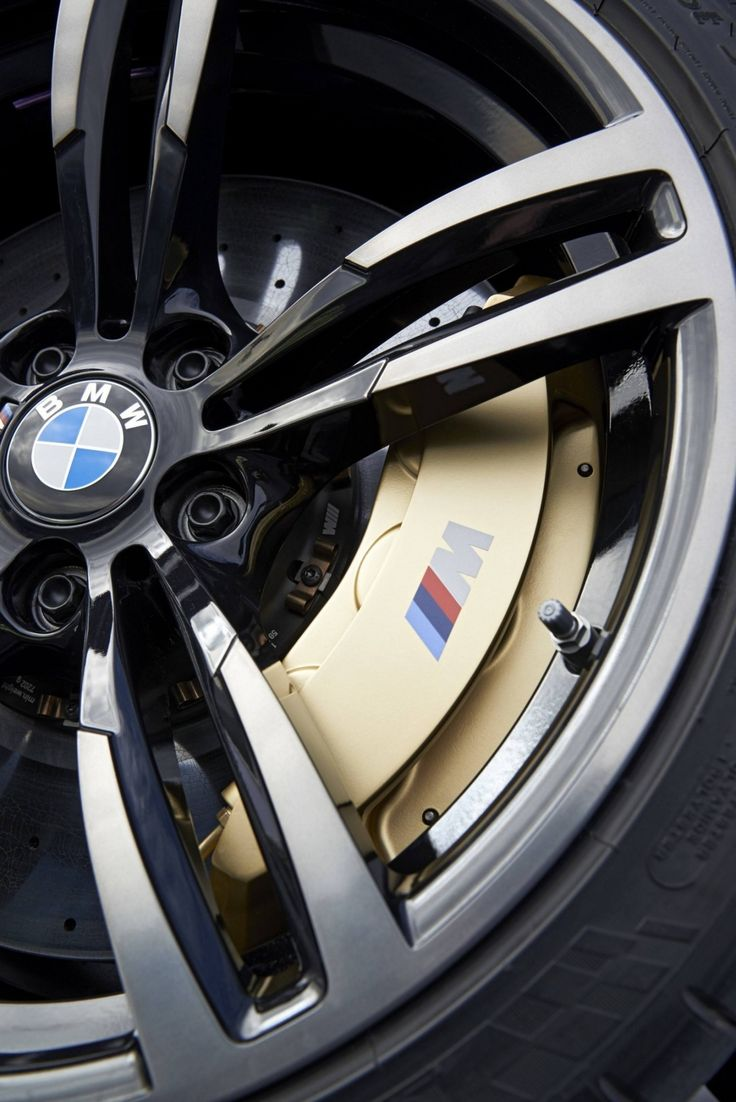 Car-Revs-Daily.com -- 2015 BMW M4 Convertible in 39 High-Res Official Photos 6