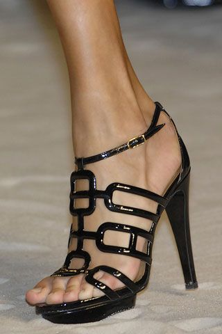 I absolutely love these shoes. The model needs a size larger. I hate when toes hang off!