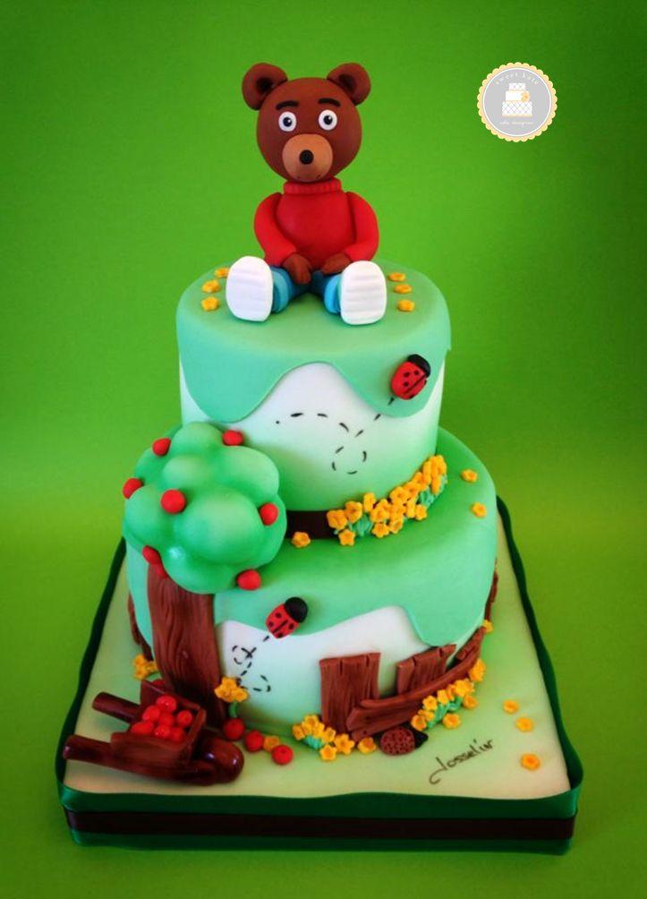 #Cake design thème #PetitOursBrun / vert / sur 2 étages / #arbre #brouette et #ourson en sucre faits mains / By Sweet Kate / #pateasucre / #SweetKate / #Anniversaire / #Gateau