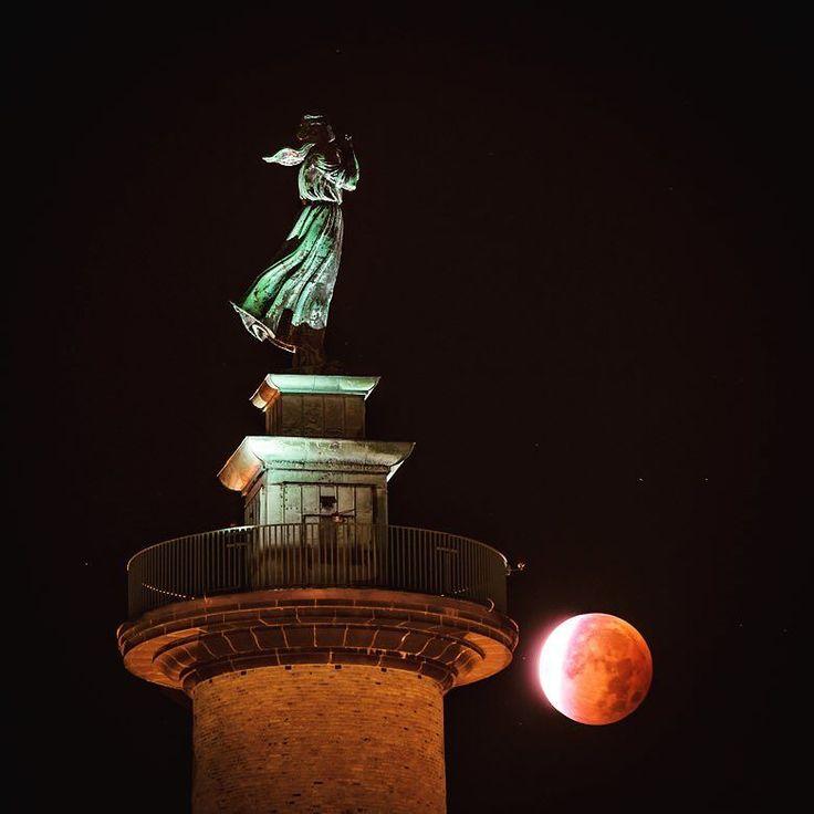 Sjömannstornet Gothenburg Sweden. 28 September 2015. #visitgothenburg #visitgoteborg #mikaelsvenssonphotography #göteborg #gothenburg #goteborgcom #swedenmoments #sweden #sjömanstornet #sjömanshustrun #thisisgbg #älskagöteborg #moon #bloodymoon #visitsweden