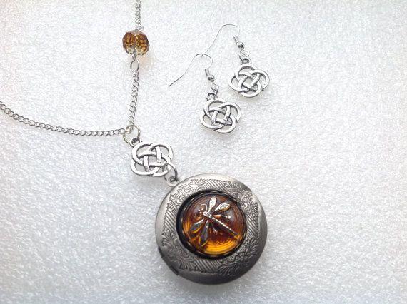 Zilveren medaillon glas Amber Dragonfly door LunaSparksBoutique