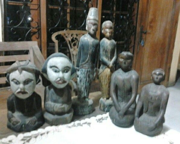 Old Javanese Wedding Couple Statues ( loro blonyo ).  Made of wood... so old & primitive.