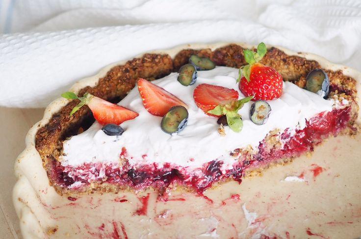 Super delishious berry pie! Sugarfree, glutenfree and vegeterian... http://blogit.kauneusjaterveys.fi/rakkaudellakarita/kesan-paras-marjapiiras/