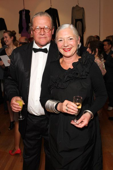 Wendy Dagworthy Photos Photos - Professor Wendy Dagworthy, head of School of Fashion and Textiles at the RCA, and her husband photographer Jonathan Prau attend the Royal College of Art Summer Fashion Show Gala at Royal College of Art on June 11, 2009 in London, England.  (Photo by Claire R Greenway/Getty Images) * Local Caption * Wendy Dagworthy;Jonathan Prau - The Royal College of Art Summer Fashion Show - Gala Arrivals