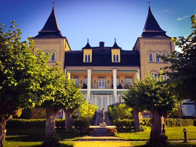 Hotel Refsnes Gods, spring. Outdoor wedding, wedding ceremony, wedding ideas, wedding photography
