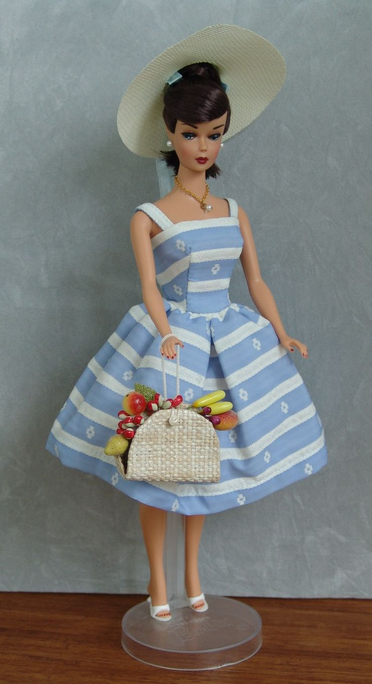 "'Swirl' Ponytail Barbie In ""Suburban Shopper"" Outfit (1959-1964)"