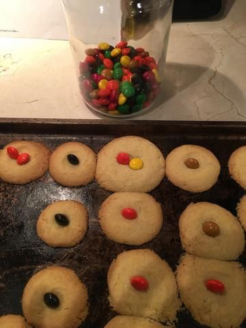 Bo & Ty Nut-Free Button Cookies. Click for recipe.