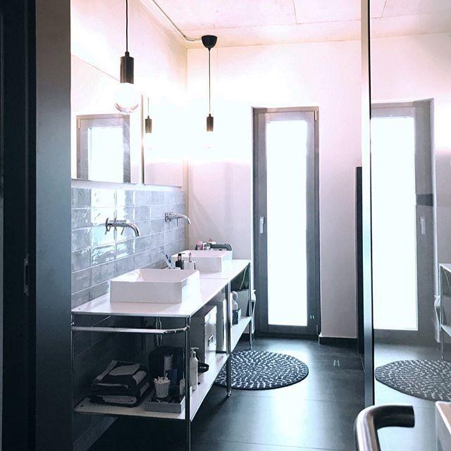 Wir Sind Heute Wieder Voller Elan Am Raumen Im Architektenloft Die Vitrine Steht Und Ist Eingeraumt Die Badezimmer Badezimmer Inspiration Neues Badezimmer