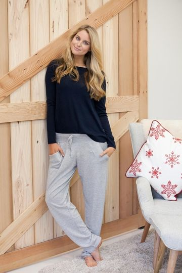 Want to feel like you are part of the International Jet Set? Then you NEED these uber luxurious Lounge Pants from Everyday Cashmere. They are beautifully cut with small flattering pleats at the front and a drawstring tie for the ultimate in comfortable chic. Exquisitely crafted with 55% silk and 45% cashmere, they feel simply divine and are perfect for travel. Even if you are just on a long car journey, you will feel like you are travelling first class.