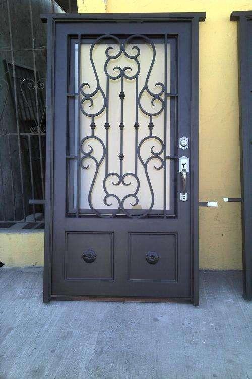 698 best images about puertas y ventanas on pinterest for Modelos de puertas principales en metal
