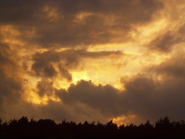Zonsondergang over de heide.