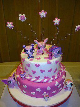 Decorada con detalles en masa elastica. Tamaño de 30 o 50 porciones + adornos originales Little Pet Shop; Cake Cocodrilo