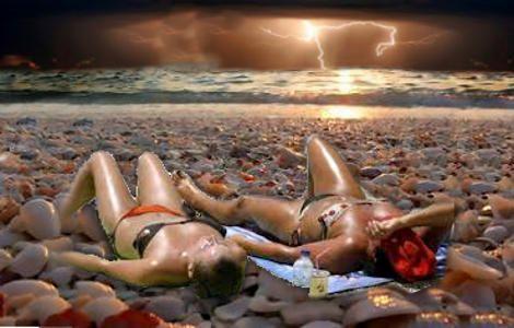 Το ελληνικό καλοκαίρι προσφέρεται για ανεμελιά και ξεγνοιασιά. Ίσως όμως όχι το συγκεκριμένο ελληνικό καλοκαίρι, καθώς άρχισαν να μαζεύονται πολλά μαύρα σύννεφα στον ελληνικό ορίζοντα. Και μπορεί κάποιοι να παρηγορούνται λέγοντας πως «μπόρα είναι θα περάσει», αλλά ο  Read more: http://rizopoulospost.com/ellhniko-kalokairi-me-mayra-synnefa-ston-orizonta/#ixzz2W0UvqKBS Follow us: @Rizopoulos Post on Twitter | RizopoulosPost on Facebook #eurogroup #greece #guardian #politics