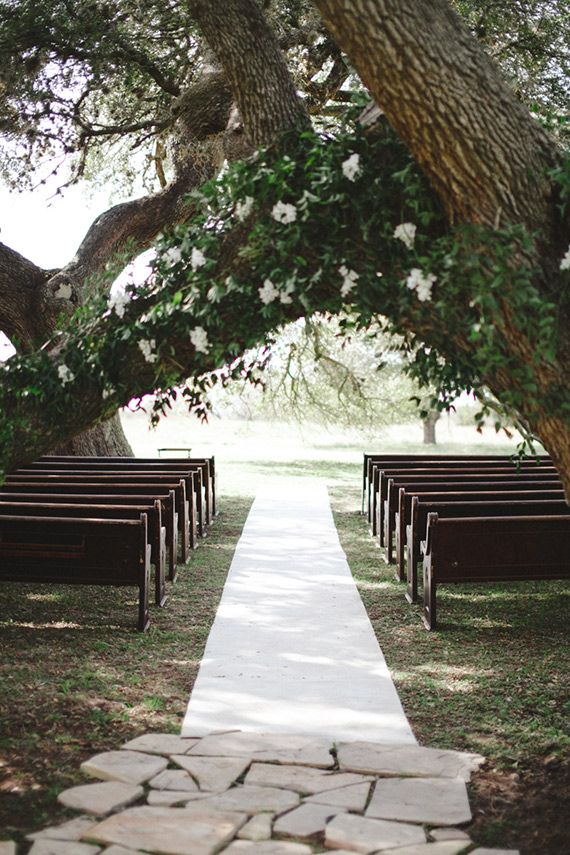 church pews for an outdoor wedding ceremony | Romantic backyard Texas wedding | Photo by Juliane Masciana | Read more - http://www.100layercake.com/blog/?p=82644