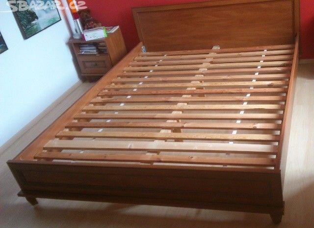 1200 pardubice Prodám manželskou postel 160x200cm s dřevěným roštem. - obrázek číslo 1
