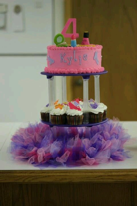 Pink Diva birthday cake for dress up party.