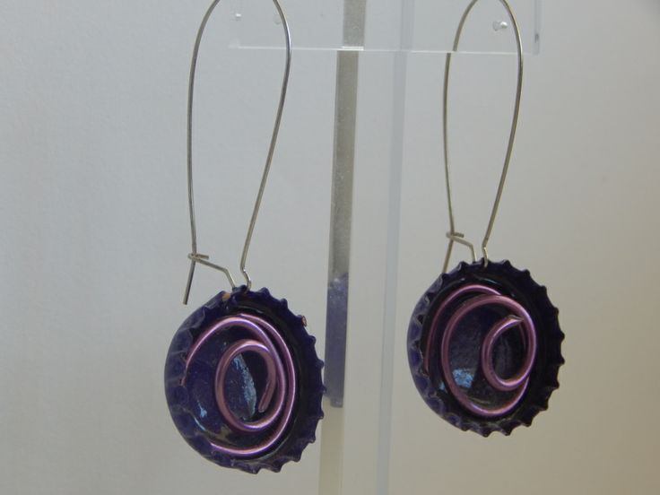 (91) σκουλαρίκια καπάκια βαμμένα μωβ με σύρμα σε σχήμα σπείρας