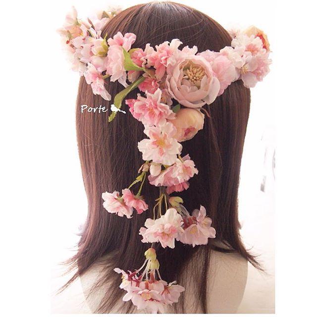 【hana_porte】さんのInstagramをピンしています。 《八重桜とラナンキュラスの花冠🌸 後ろにガーランドを付けました♡ 。。。 たくさんのお問い合わせありがとうございます✨ 3日以内には必ず返信させていただきます! オーダーメイドのお見積もりご希望の方は、HPの「オーダーメイドお問い合わせ専用フォーム」から必要事項を記入して送信して下さい♡  #花冠 #花かんむり #桜 #八重桜 #ラナンキュラス #ウェディング #造花 #アーティフィシャルフラワー #アートフラワー #プレ花嫁 #花嫁  #前撮り #結婚式 #結婚準備 #挙式  #ハワイウェディング #ハワイ挙式  #グアム挙式 #グアムウェディング #沖縄挙式 #沖縄ウェディング  #リゾートウェディング #リゾ婚 #リゾート婚 #海外挙式 #海外ウェディング #ビーチフォト  #ウェディングヘア #日本中のプレ花嫁さんと繋がりたい》