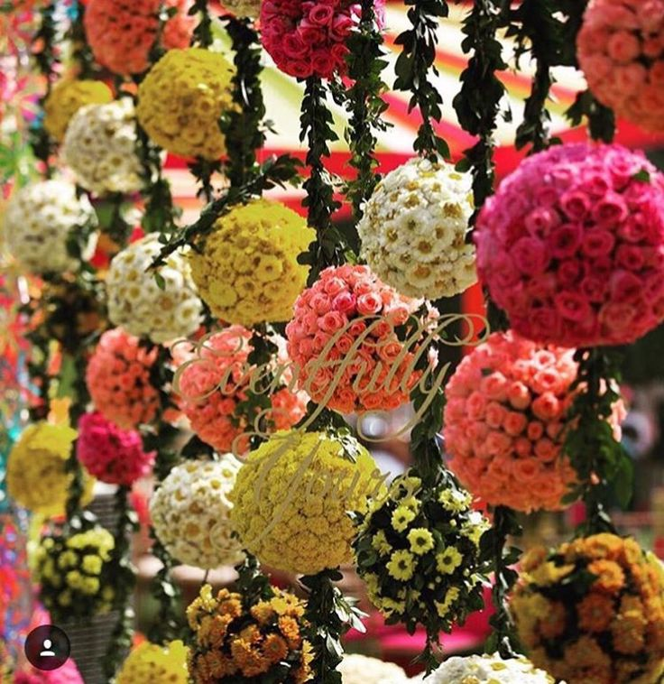Soo beautiful flower decorations....perfect for day weddings