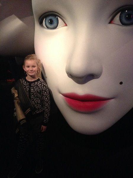 Hendrika in het #selfiemuseum.