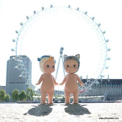 Sonny Angels devant la roue de Londres